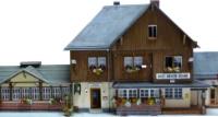 Vergrößern: Bahnhof Drei Annen Hohne im Harz, Modellhaus im Maßstab 1:87