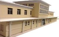 Vergrößern: Modell-Front des Bahnhofsgebäudes von Davos-Platz in 1:87